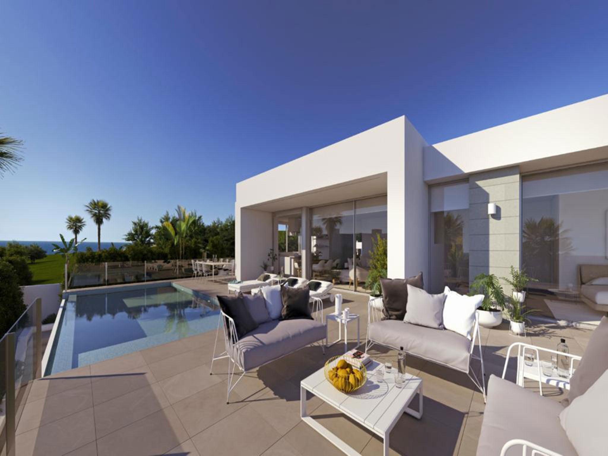 Terraza y entorno de la piscina en una villa de lujo en Cumbres del Sol – Atina Inmobiliaria