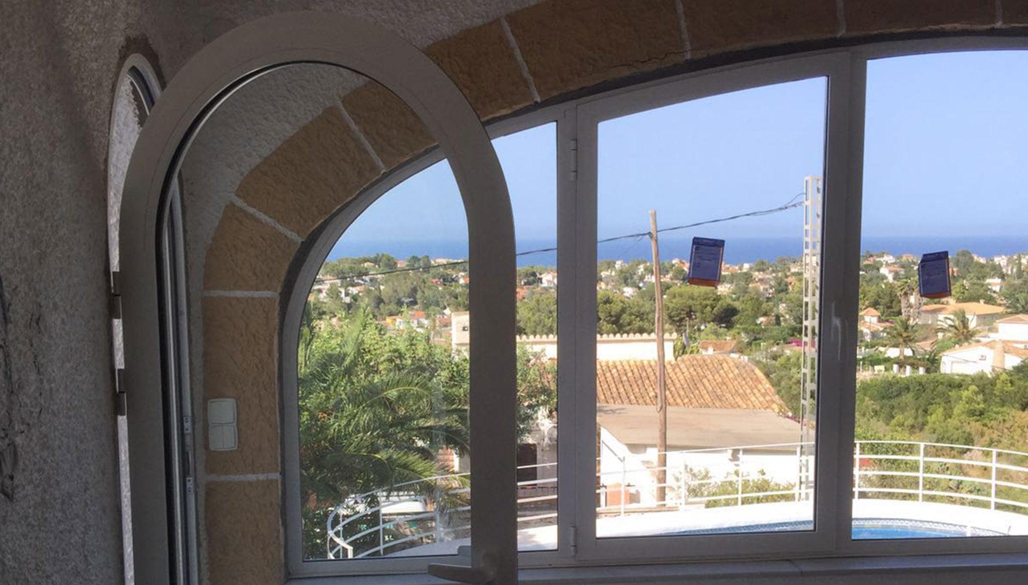 Fenêtre et porte incurvée - Alucardona Pvc y Aluminios, SL