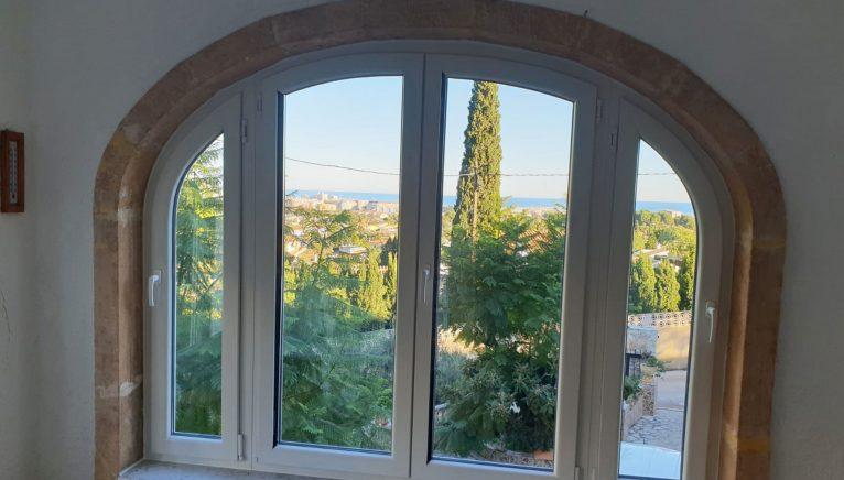 Fenêtre courbée - Alucardona Pvc y Aluminios, SL