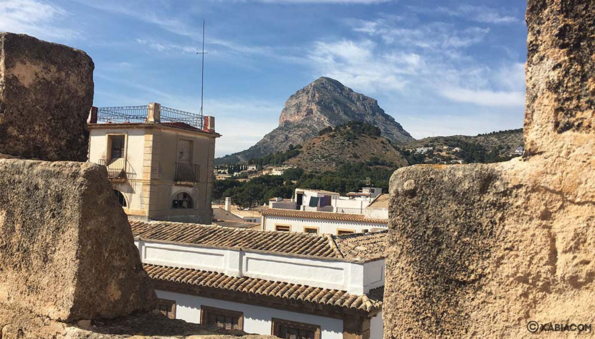 Vistas al Montgó desde lo alto de la Iglesia de San Bartolomé de Xàbia