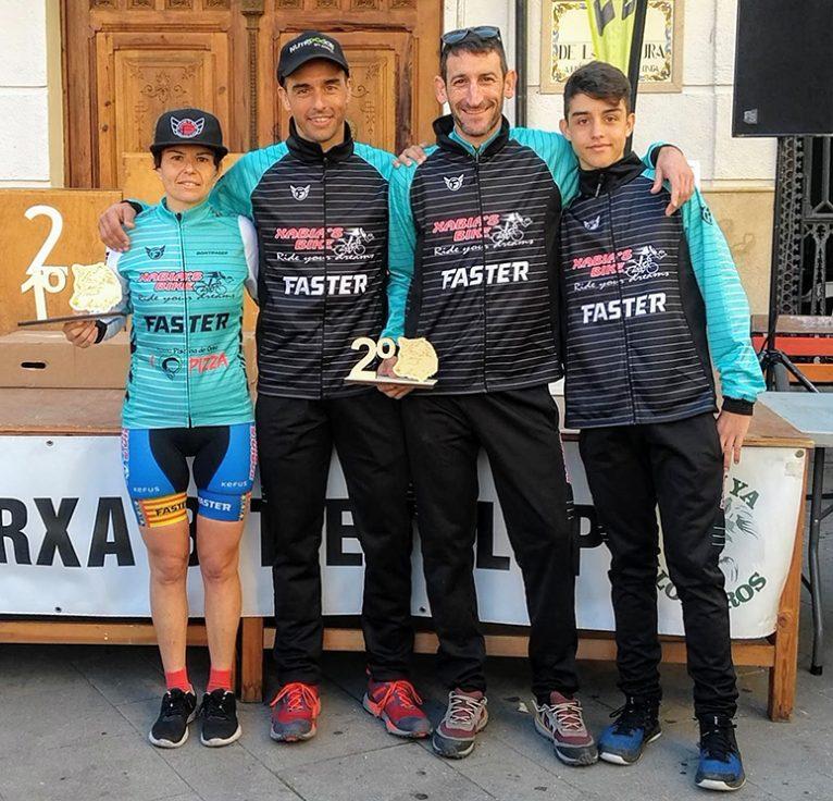 Alícia Margalejo amb els seus companys de l'Xàbia s Bike-Fasterwear