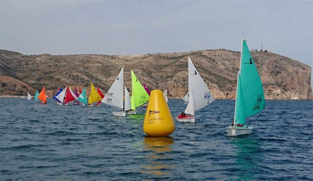 Imagen: Barcos cerca de una de las boyas