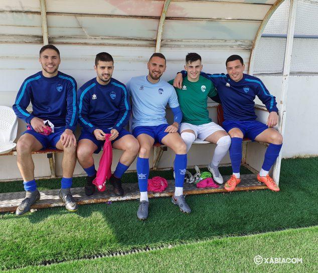 Bild: Cabo, César, Marcos, Andrada und Paolo auf der Bank