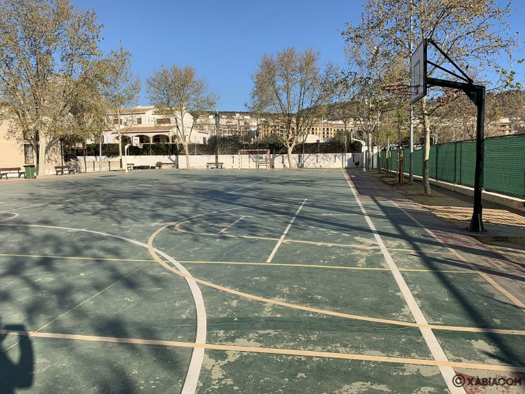 Cancha de basket y fútbol en el CEIP Trenc d'Alba de Xàbia
