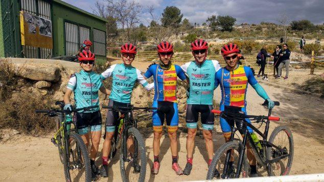 Immagine: ciclisti della bici di Xàbia