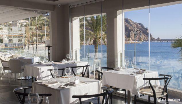 Image: Salle à manger avec vue sur la mer - Restaurant Noray