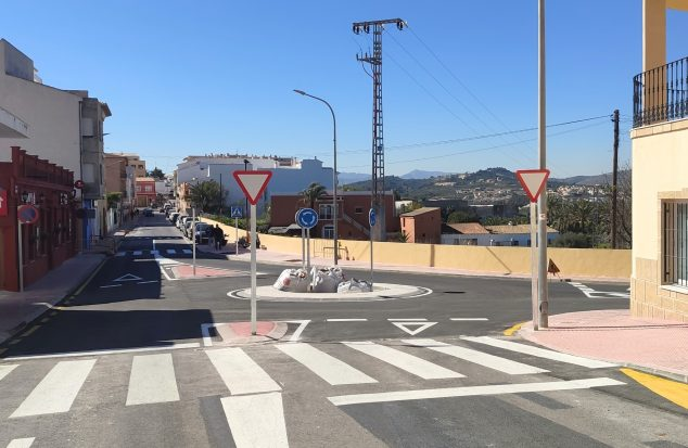 Imagen: Construcción de una rotonda en el Avenida Valencia de Benitatxell