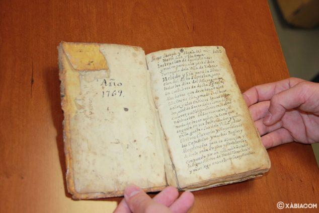 Imagen: 'Consueta o instrucción de sacristanes, y muy en particular para el de la parroquia de Xabea', reza en la descripción del documento en el Archivo