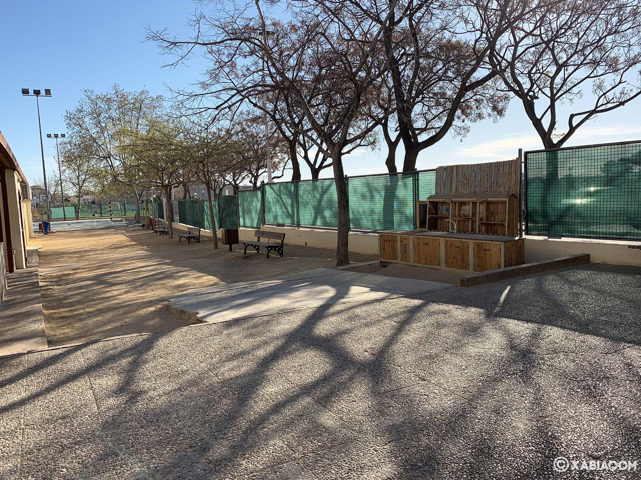 Diferentes zonas en el patio del CEIP Trenc d'Alba de Xàbia