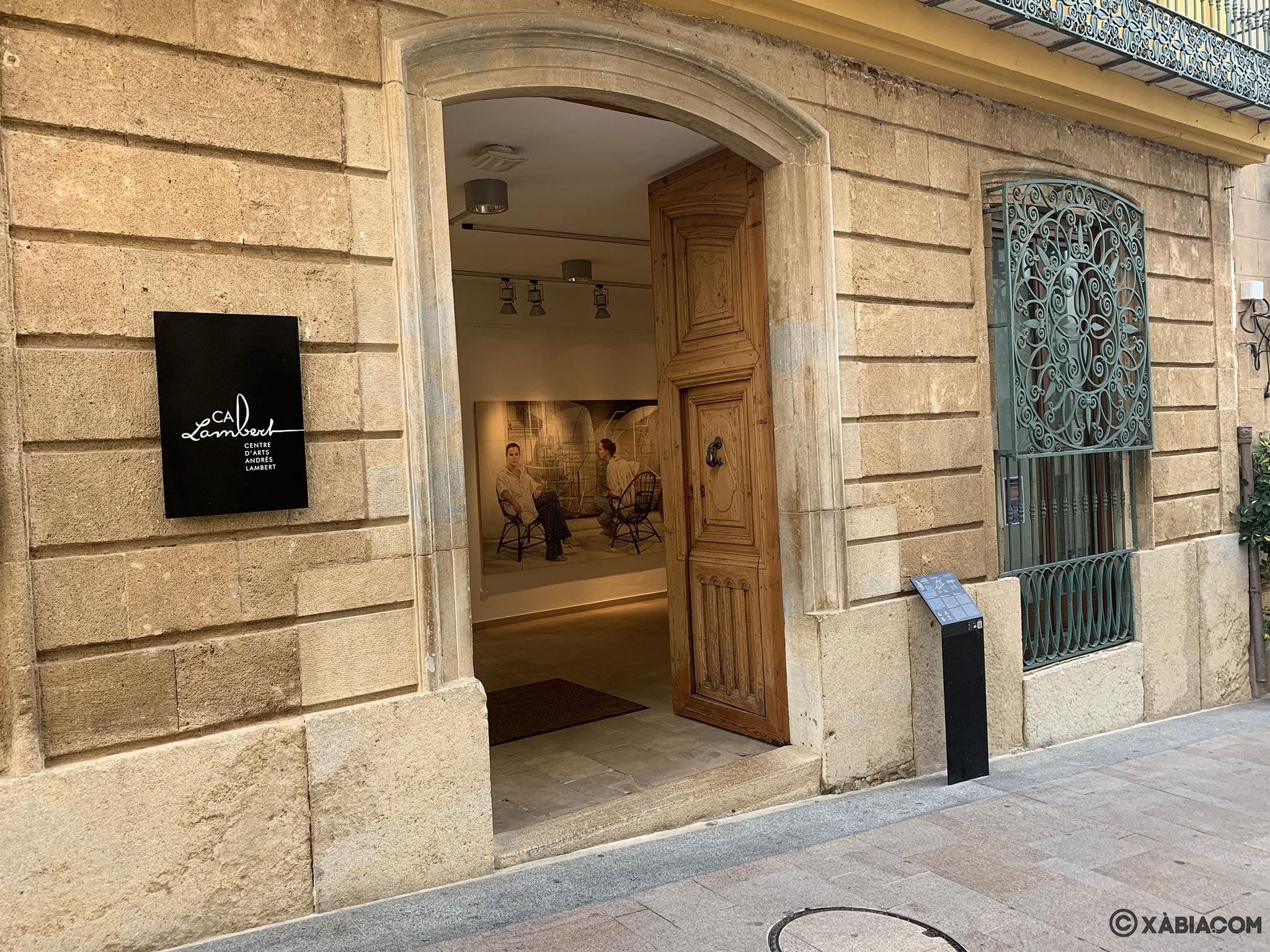 Entrada al Centre d'Art Ca Lambert de Xàbia