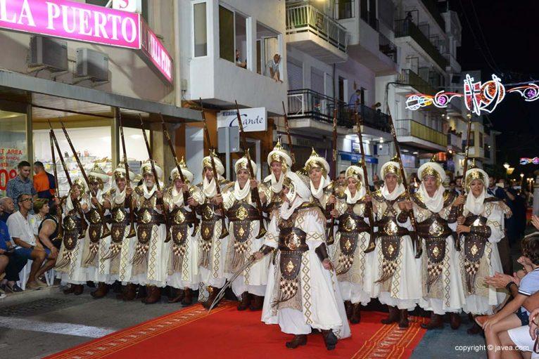Escuadra de la Filà Almoradins en el desfile de la Capitanía 2019