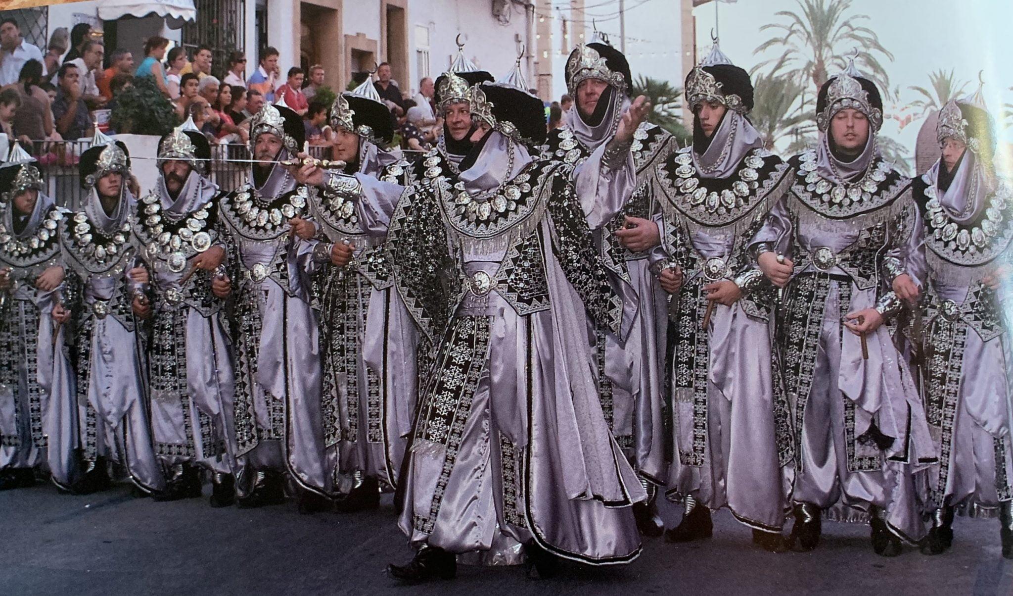 Escuadra de hombres de la Filà Almoradins  en la capitanía 2007