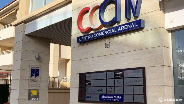 Imagen: Fachada del Centro Comercial donde se encuentra la notaría Almazán & Millet de Jávea