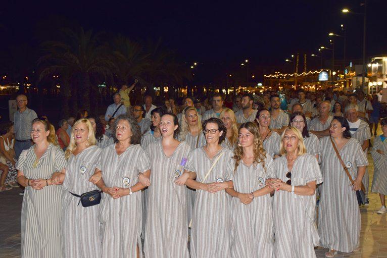 Filà Almoradins en el desfile de la playa del Arenal