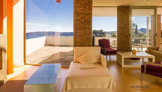 Imagen: Grandes ventanales en una propiedad en venta en Jávea - MORAGUESPONS Mediterranean Houses