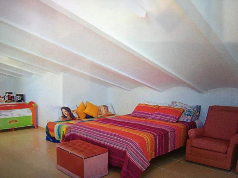 Una de las habitaciones de un chalet en venta en Jávea - Atina Inmobiliaria