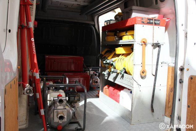Imagen: Interior de la furgoneta de Protección Civil Xàbia con el sistema Sideinfo