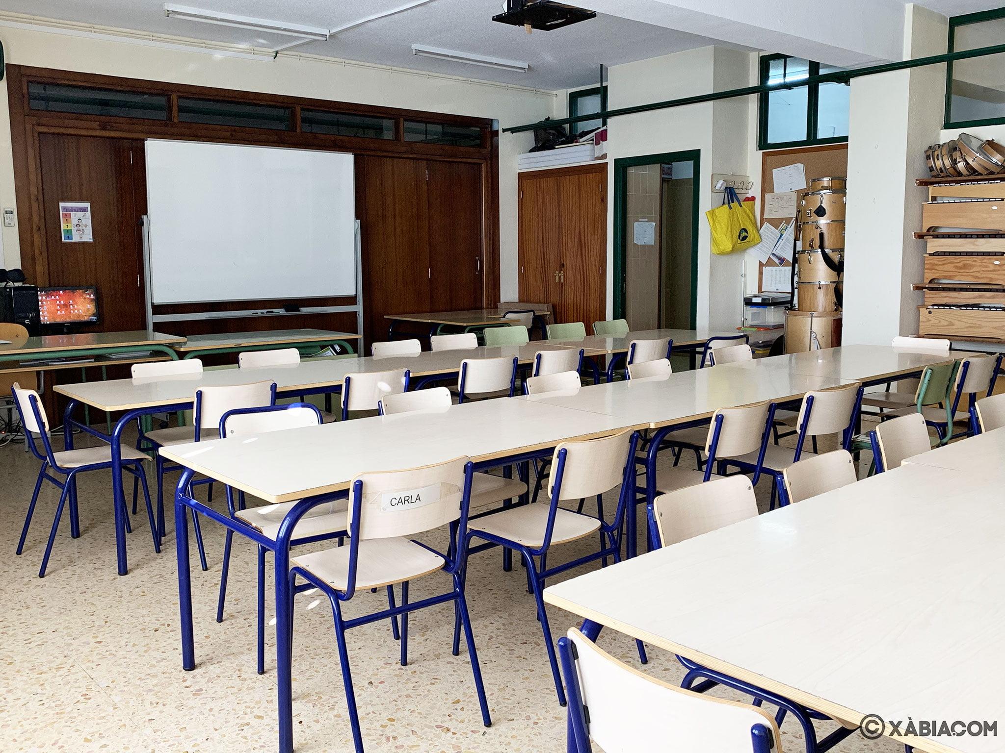 Vista general de un aula por dentro en el CEIP Trenc d'Alba de Xàbia