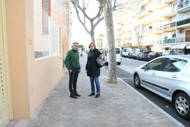 Imatge: La regidora d'Urbanisme i l'alcalde en la visita a les obres de l'Avinguda París (Foto d'arxiu)