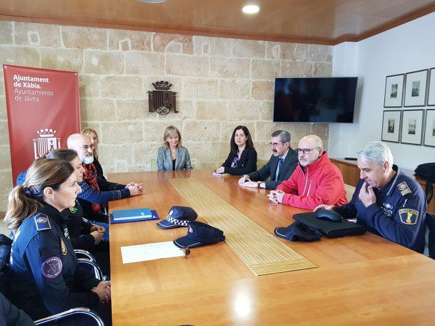 Imagen: La consellera se reúne con la Policía para tratar la violencia de género