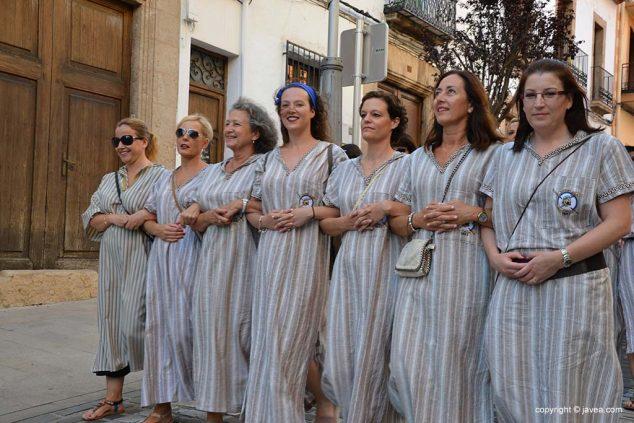 Imatge: Filà de dones de la Filà Almoradins