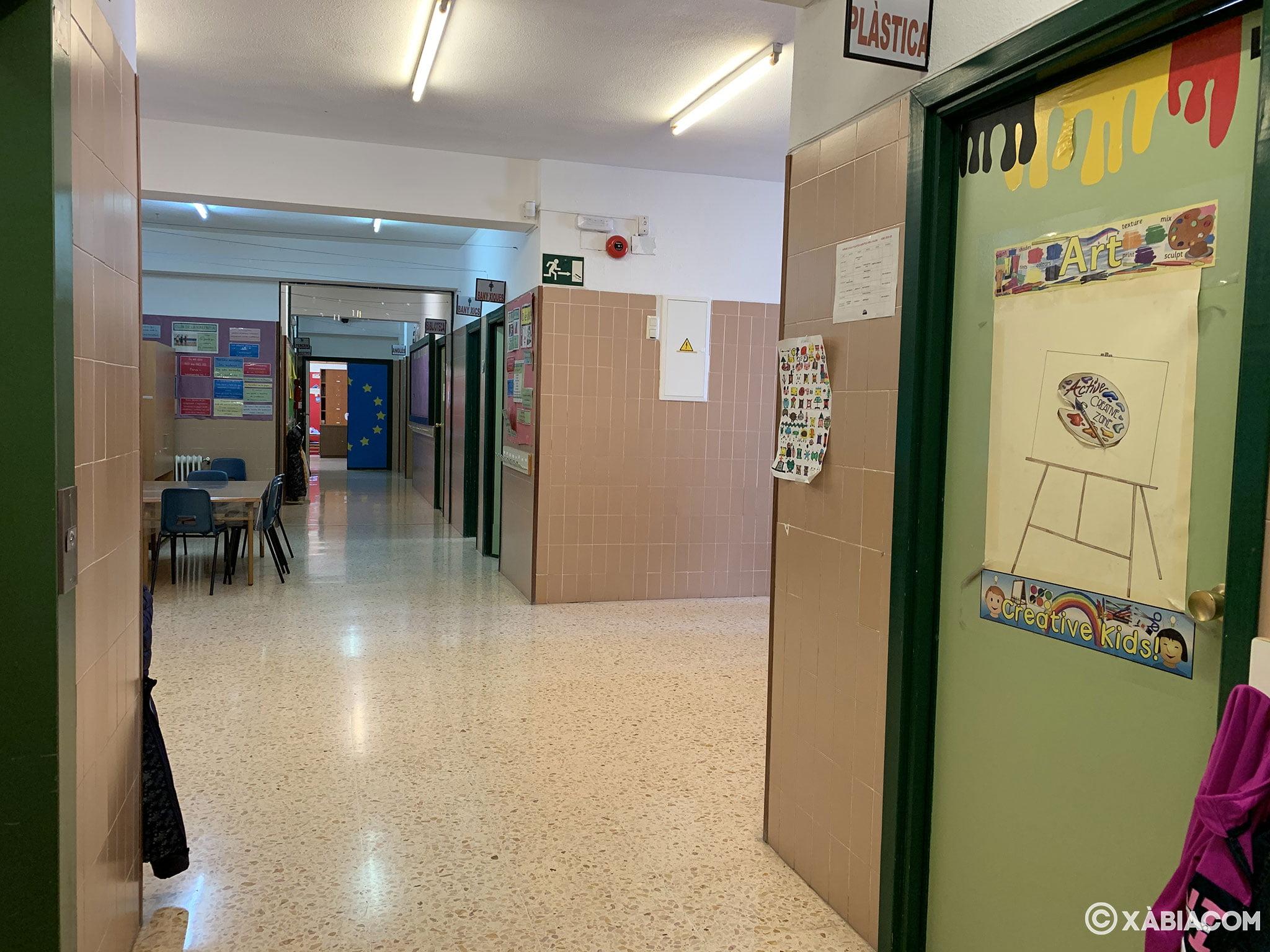 Pasillo interior del Colegio Trenc D'Alba de Jávea