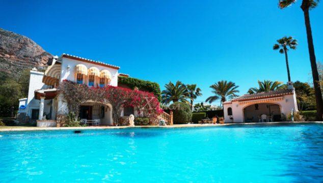 Afbeelding: zwembad van een villa te koop in Jávea - Xabiga Inmobiliaria