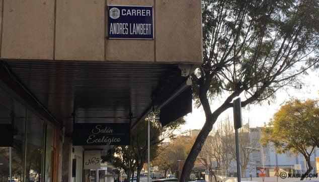 Imagen: Placa de la calle Andrés Lambert en Jávea