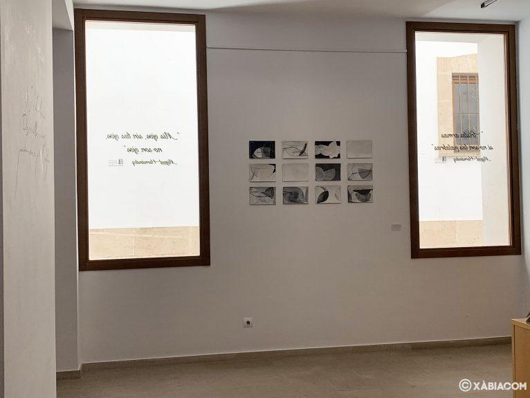 Ventanales en una de las salas del Centre d'Art Ca Lambert de Jávea