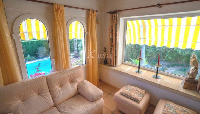 Quarto com janelas em uma casa à venda em Jávea - Xabiga Inmobiliaria