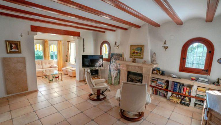 Sala com lareira em uma vivenda à venda em Jávea - Xabiga Inmobiliaria