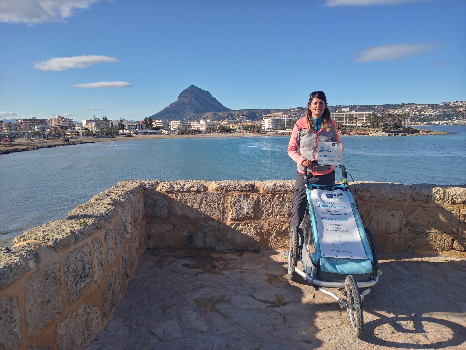 Violette junto a su carrito en Xàbia
