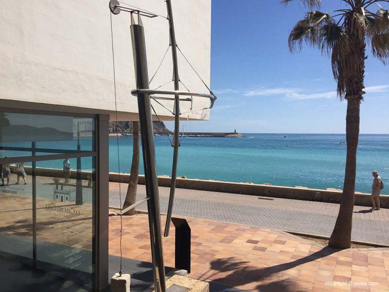 Parte lateral de la Casa del Cable con las vistas a la Playa de la Grava
