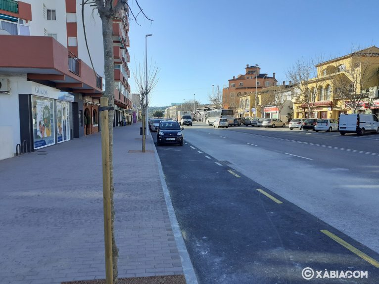 Aceras más amplias y aparcamiento en línea
