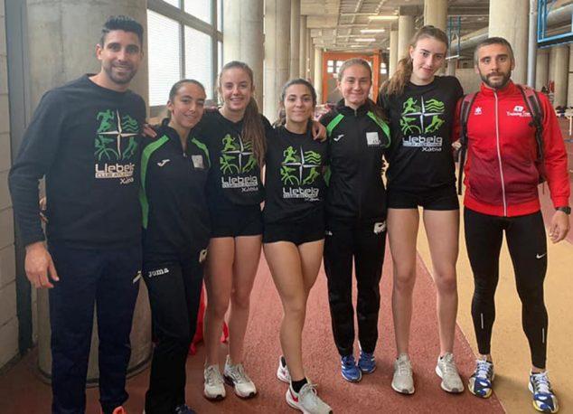 Imagen: Atletas del CA Llebeig en el Autonómico Sub 18