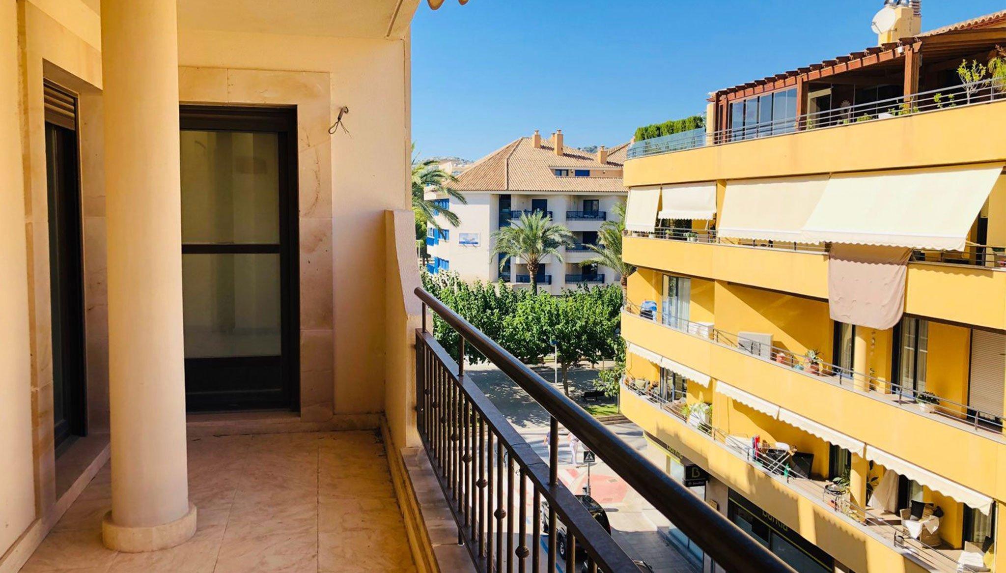 Balcón de un piso de dos habitaciones en venta en Moraira – Mare Nostrum Inmobiliaria