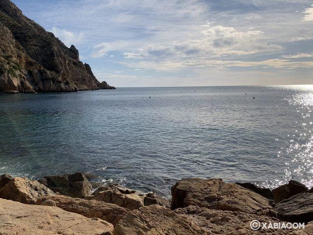 Imagen: Boyas instaladas por Conselleria en la playa Tangó