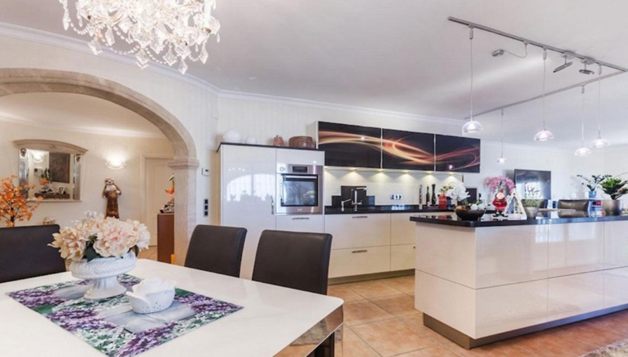 Cocina en una casa de alto standing en venta en Jávea – Terramar Costa Blanca