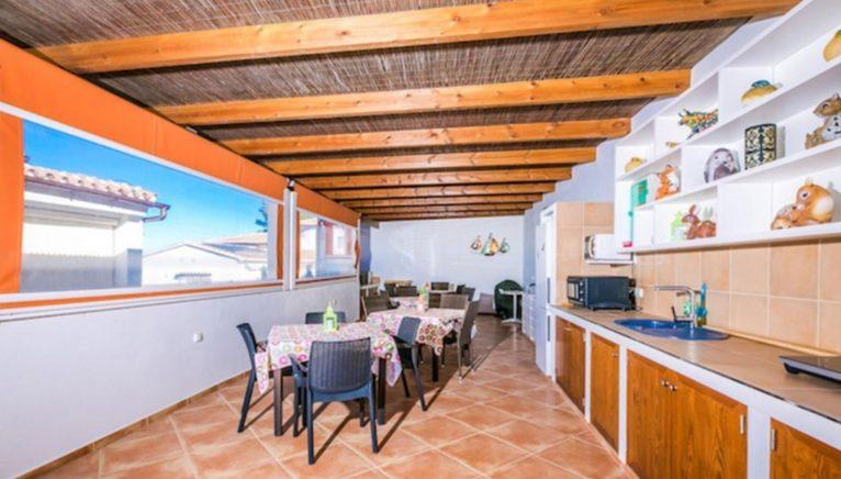 Comedor exterior de una casa de alto standing en venta en Jávea - Terramar Costa Blanca