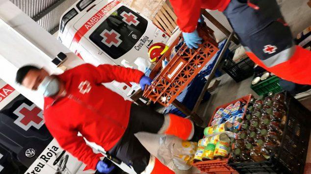 Imagen: Cruz Roja atiende a las familias necesitadas