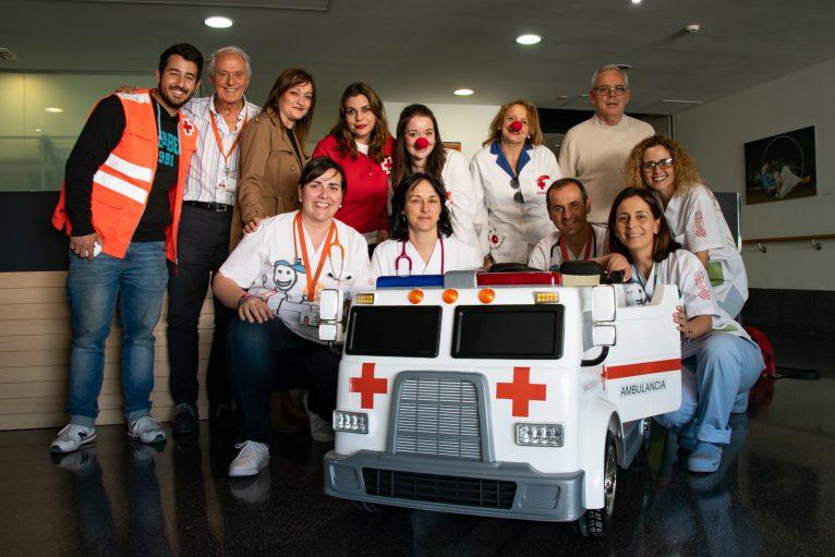 Cruz Roja dona una mini ambulancia eléctrica al Hospital de Dénia