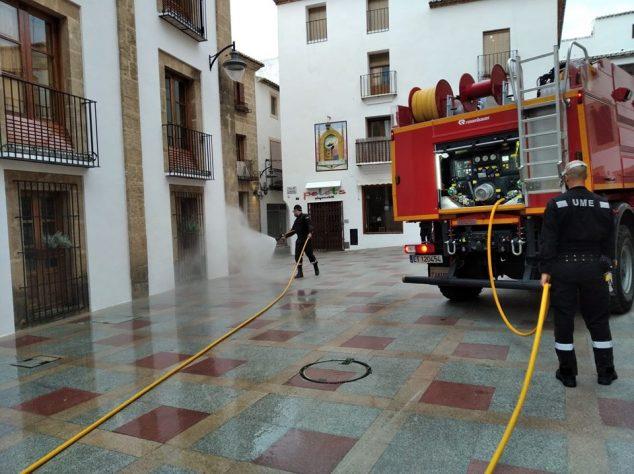 Imatge: Desinfecció a les rodalies d'l'Ajuntament