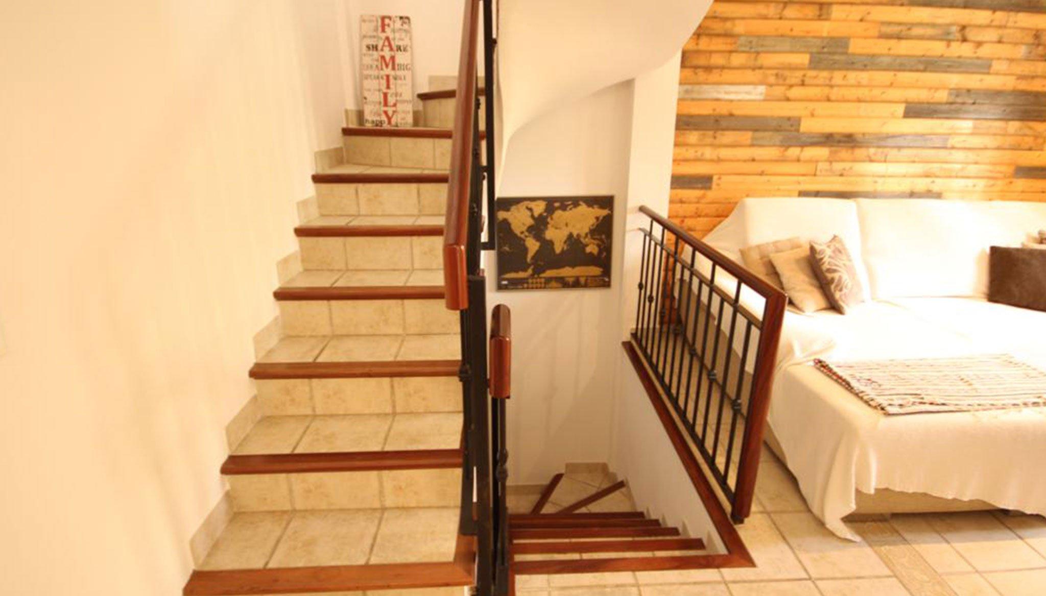 Distribuidor en un adosado en venta en Jávea – Atina Inmobiliaria
