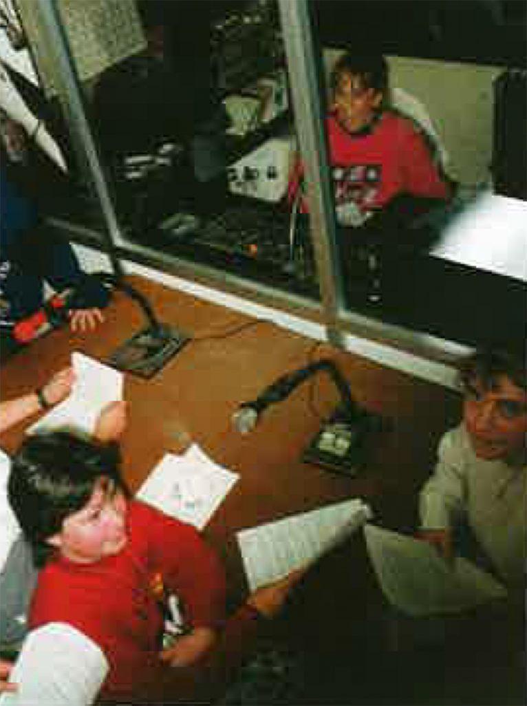 """Emisora de radio del CEIP Trenc d'Alba, """"Radio Amanecer"""" (Foto extraída del libro """"25 anys al CEIP Trenc d'Alba"""", de 2009)"""