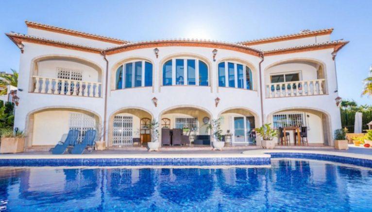 Fachada de una casa de alto standing en venta en Jávea - Terramar Costa Blanca