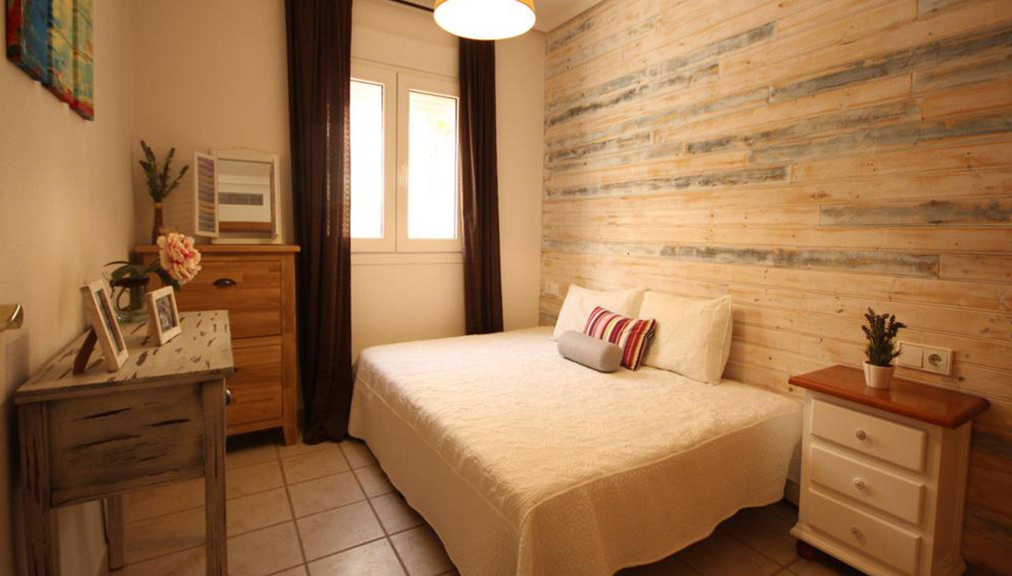 Una de las tres habitaciones de un adosado en venta en Jávea – Atina Inmobiliaria