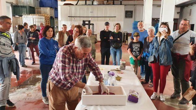 Imagen: Demostración de elaboración de salazones