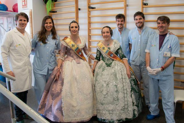 Imagen: La Fallera Mayor de Gandia visita el Hospital de Dénia