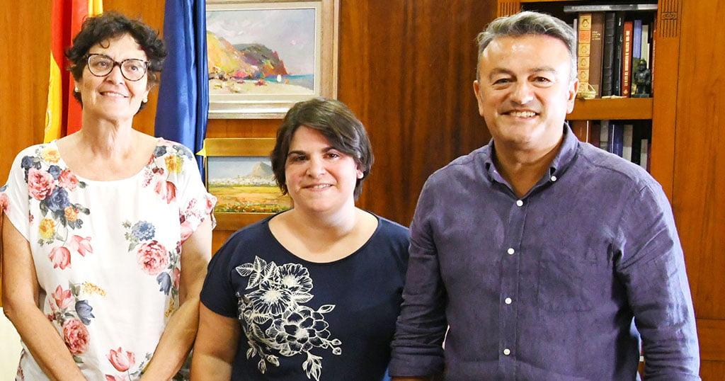 La Presidenta de Xàbia Port con el alcalde y la concejala del barrio de Duanes