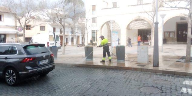Imagen: Labores de limpieza y desinfección en Xàbia